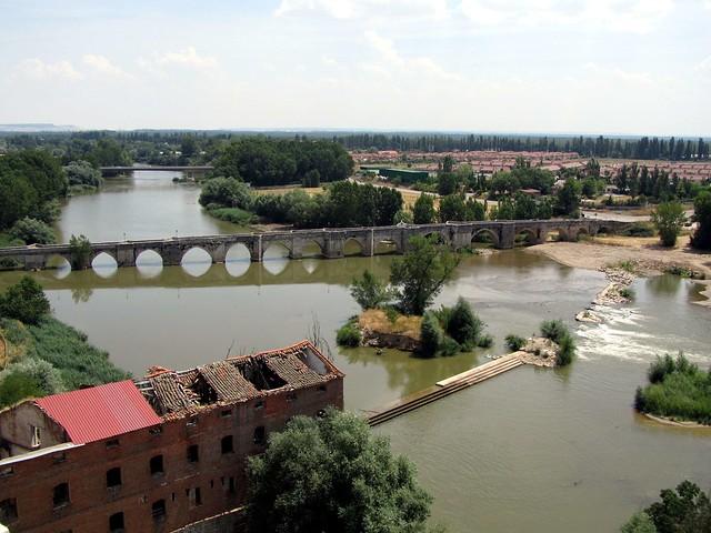 Puente medieval , por ahi pasaba la calzada romana