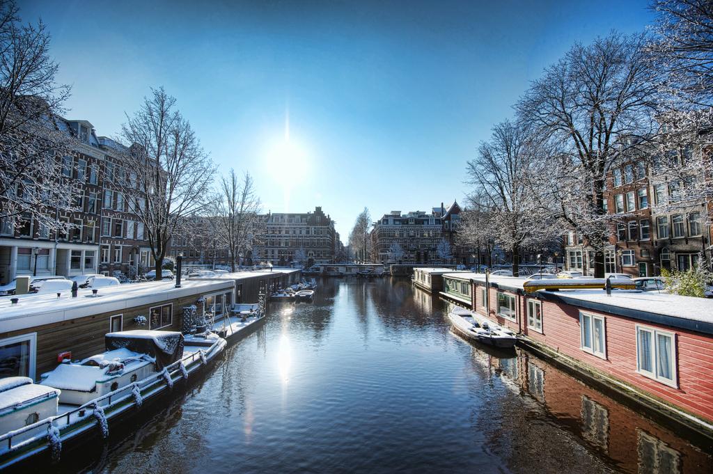 21. Vista invernal de los canales de Ámsterdam. Autor, Eugene Phoen