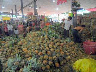 Market-Pineapple pyramid