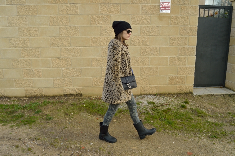 lara-vazquez-madlula-blog-leopard-coat-easy-chic-look-winter