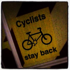 More vans should carry this warning   #cyclistsstayback   Well done UK Power Networks :)