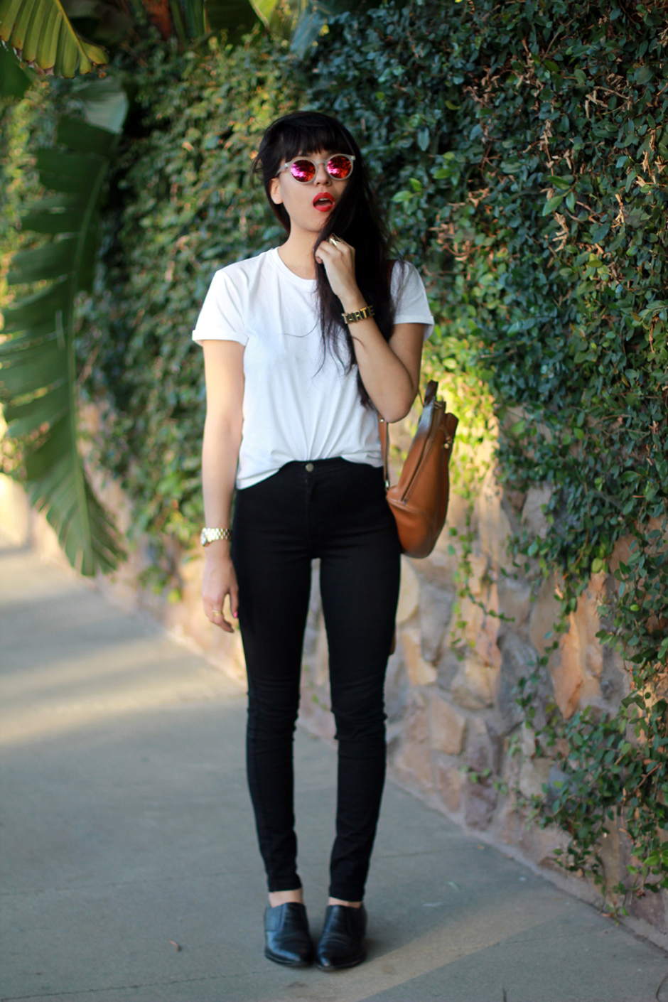 Everlane basic tee, American Apparel Easy Jean, Reflective sunglasses