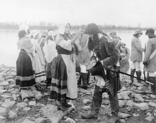 "Still photograph of a scene from the 1906 motion picture ""Madeleine de Verchères"" / Photographie de plateau du film « Madeleine de Verchères », tourné en 1906"