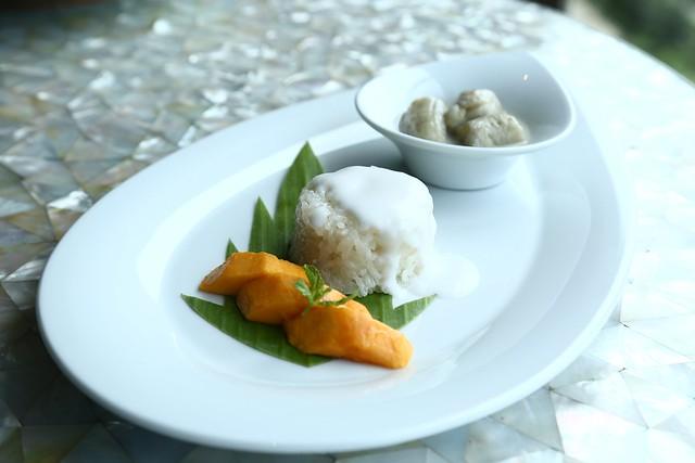 Kluy Buad Chee - Banana in Coconut Milk & Kow Neuw Moon Sticky rice with Mango