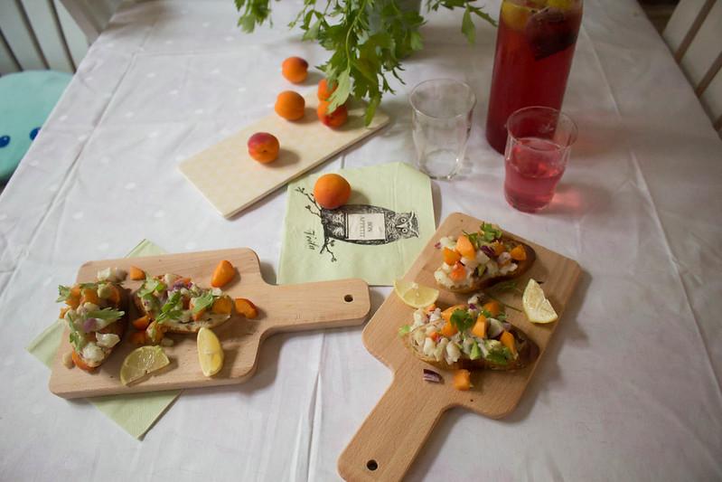 fischgericht: buttermilch-ceviche mit marillen