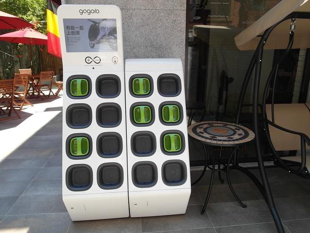 文青的座騎 gogoro電動機車的電池交換站@Waffle Please比利時列日鬆餅大安店
