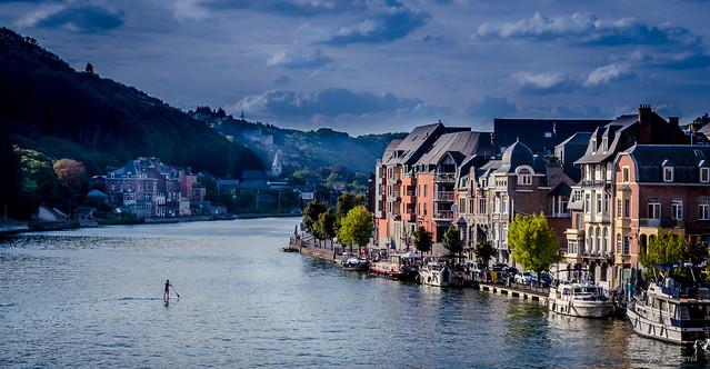 Seul sur la Meuse,...