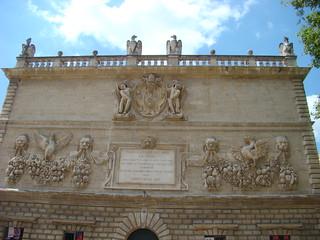 044 gebouw tegenover Palais des Papes