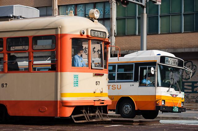 伊予鉄道 モハ50形 モハ57 日野レインボーRJ か13-52