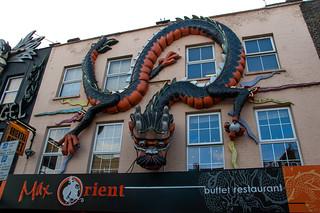 Décorations de façades sur Camden High Street (Max Orient buffet restaurant)