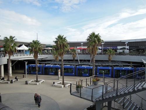 モールの駅