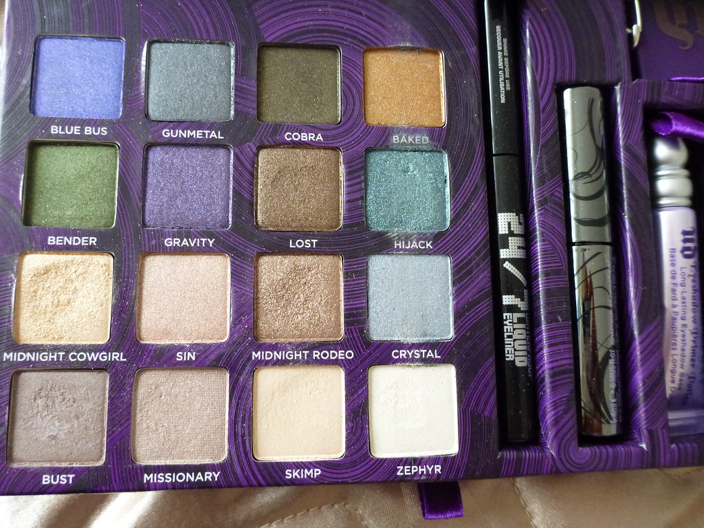 Urban Decay book of shadows iv 4 eye australian beauty review blog blogger ausbeautyreview swatch primer potion eyeliner mascara cosmetics makeup pretty beautiful (2)