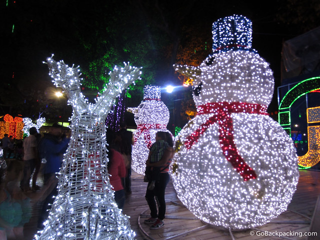 The big snowmen were my favorite decorations in Parque Itagui