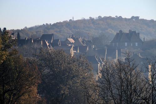 la brume se lève sur la bastide de Domme (24) by montestier