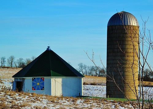 Octagon Barn with Quilt
