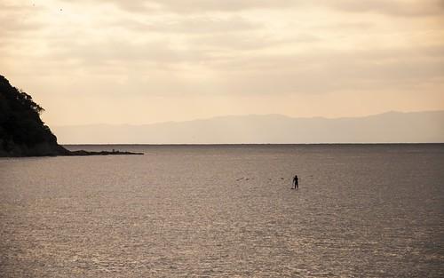 海に立つ人