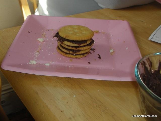 Vada's-super-cracker-sandwich