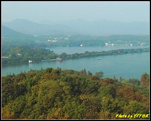 杭州 西湖 (其他景點) - 336 (從西湖十景之 雷峰塔上看 西湖十景之 蘇堤及左面的西裡湖與右面的西湖)