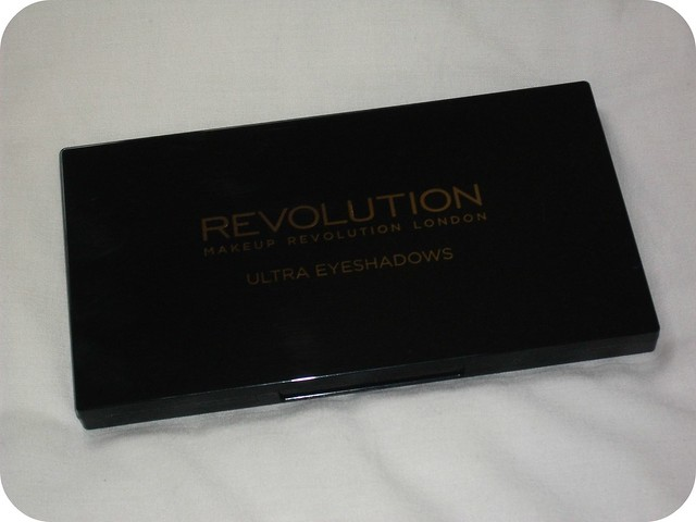 Makeuprevolution Beyond Flawless Palette Review, Swatches & EOTDs