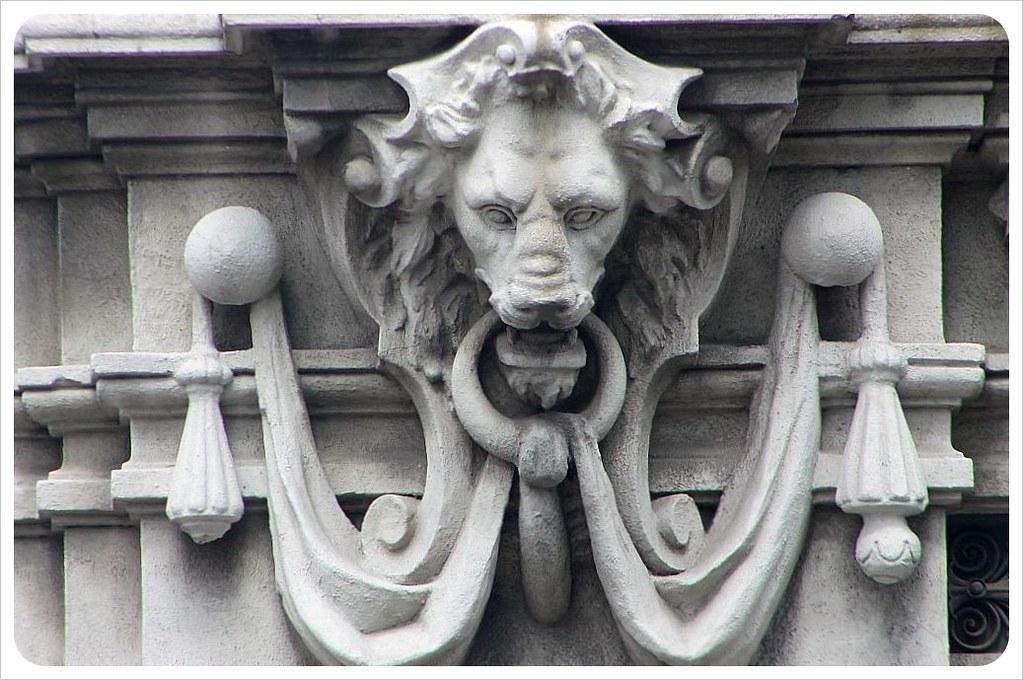 montevideo architecture lion