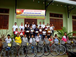 Quỹ Khuyến Học Nắng Mới của Caritas Phan Thiết lần đầu đến với học sinh nghèo