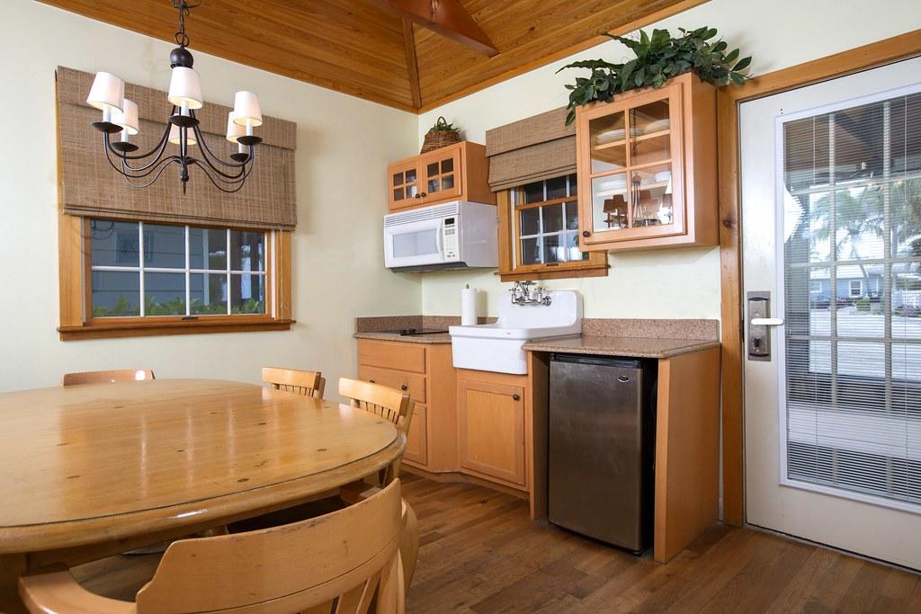 'Tween Waters Inn Island Resort