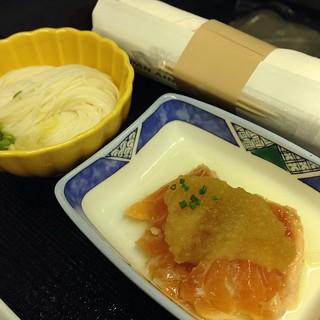 向付 ・鮭のたたき おろしポン酢添え 麺 ・手延べ素麺