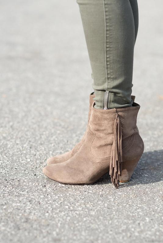 steve madden suede fringe boots, old navy olive skinny jeans