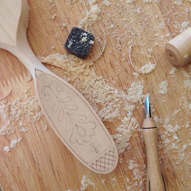 Spoon making and Kolrosing. スプーン作りとコールロージング。  #spoons #spoonmaking #woodworking #wood #kolrosing #scandinavian #handmade #handcrafted #folkart #folkcraft #スプーン #スプーン作り #コールロージング #北欧 #スカンジナビア #手作り #ハンドメイド #民芸品 #vscocam