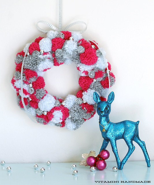 DIY Holiday Pompom Wreath