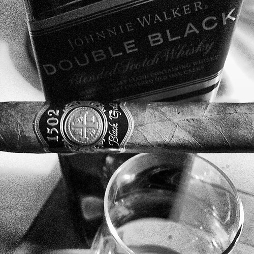 A black themed evening...a Black & Gold by @1502cigars and some Double Black from @johnniewalker