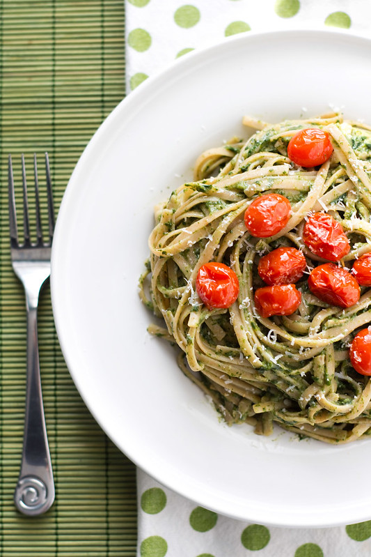 Creamy spinach and avocado pasta with roasted tomatoes for Creamy spinach pasta bake