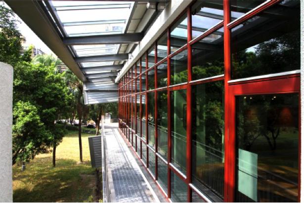 太陽圖書館木製窗框