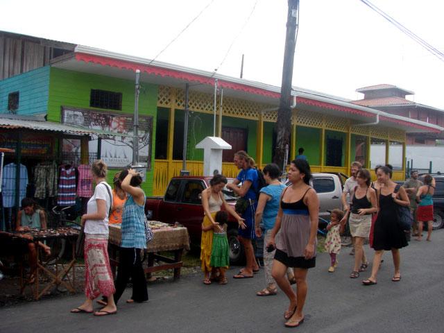farmer's-market-in-puerto-viejo-3