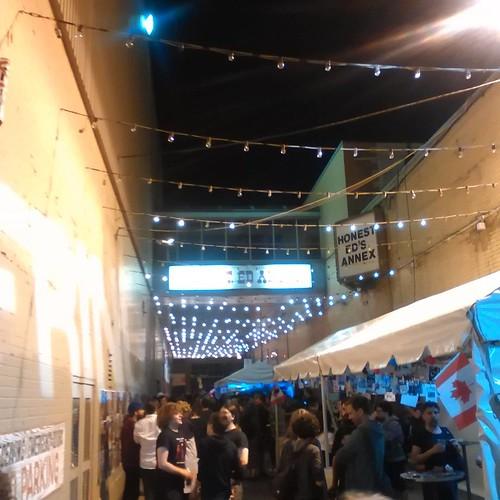 The alley alit #toronto #fringeto #honesteds #thealley #night