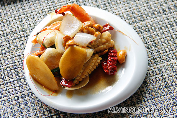 Chinese-style wok-fried flower squids with cashew