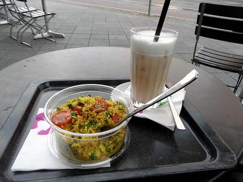 Snack - Couscous-Salat und Iced Chai Tea