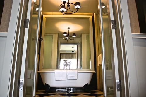 large mirrored bathrooms in the Victory Annexe wing with clawfoot tubs