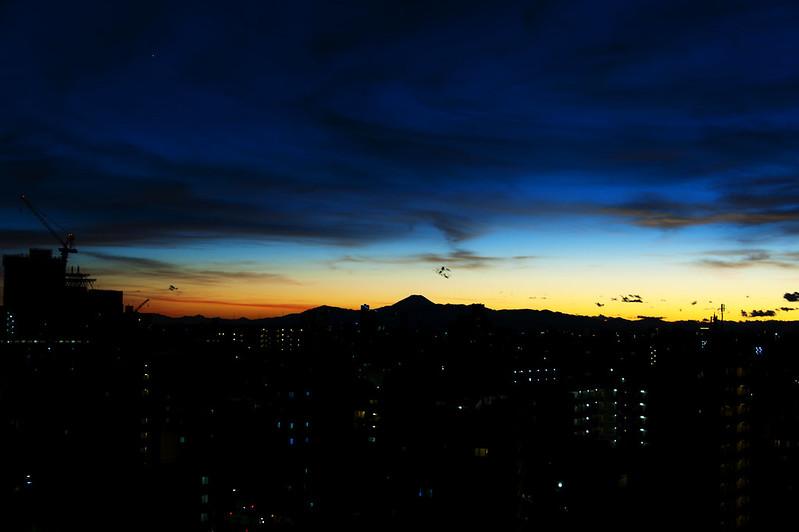 夕焼けと富士山と一番星