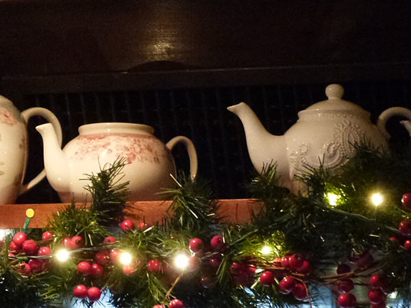 tea pots au blue lady pub