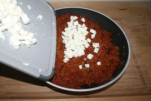 33 - Feta zur Füllung geben / Add feta to stuffing