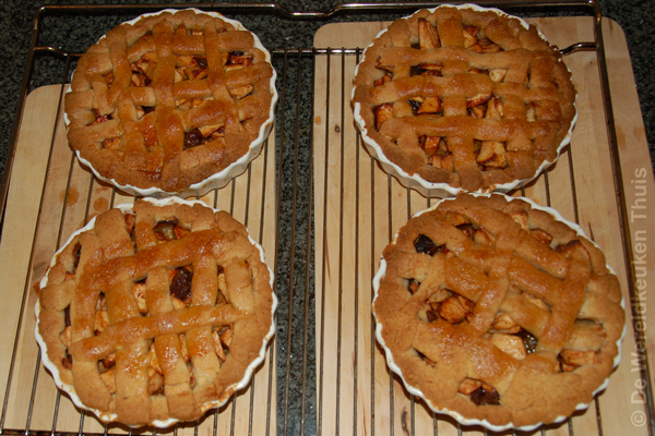 4 small apple pies with calvados