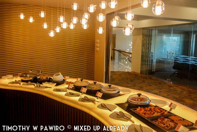 Philippines - Manila - Dusit Thani - Club Lounge - The breakfast food (web)