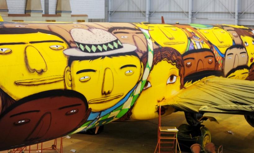 os-gemeos-graffiti-the-brazilian-national-teams-world-cup-plane-designboom-01