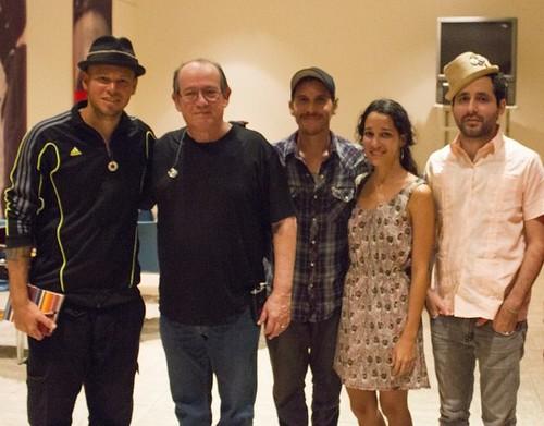 Calle-13-estrena-un-tema-jutno-a-Silvio-Rodríguez