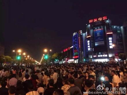 6/27上海金山反PX遊行第6天。圖片來源:丿恆丶傷戀微博