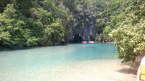 Junto a la desembocadura del río subterráneo de Puerto Princesa