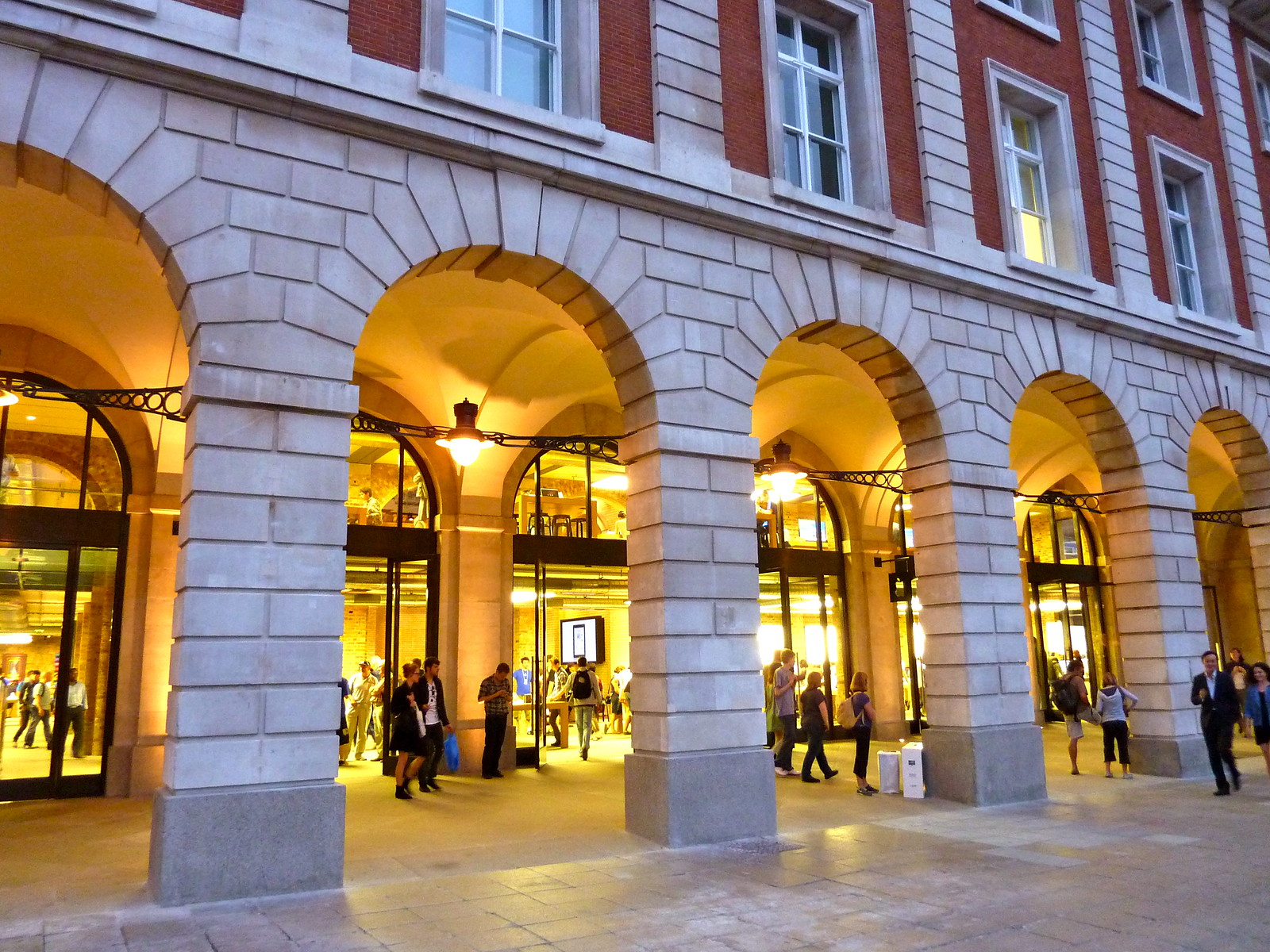 Apple Store Covent Garden. Credit Magnus D, flickr