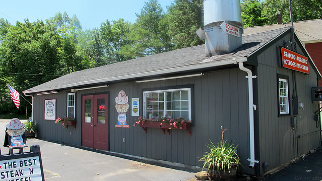 Johnny's Snak Shak exterior