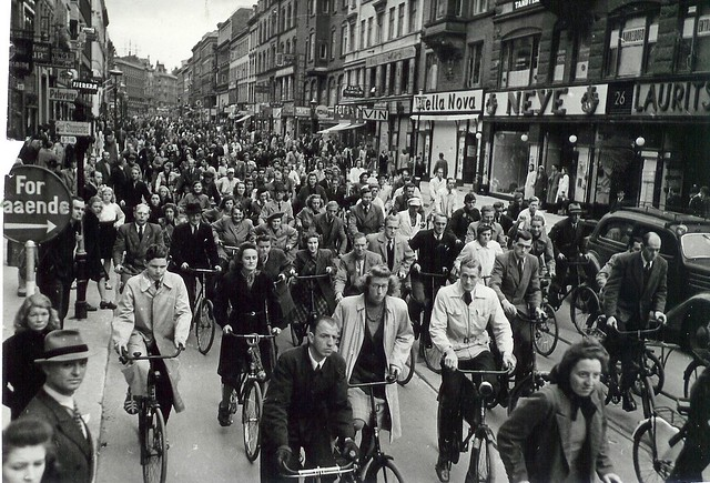 Cyclists at Nørrebrogade in Copenhagen (1940-45)